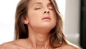 Attractive floosie in bikini masturbating her beaver