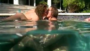 Hot gals having soaked fuck in a pool